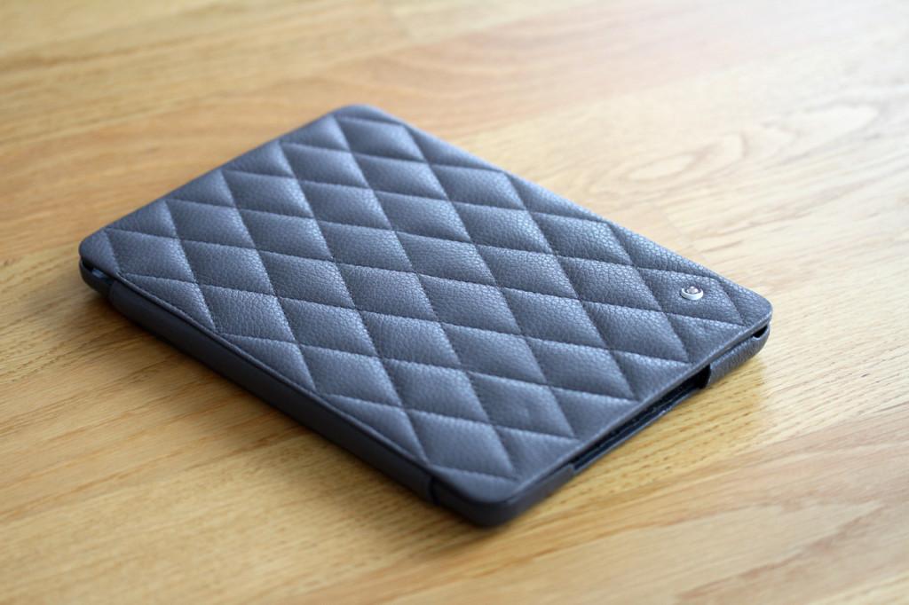 test housse noreve en cuir pour ipad mini blogeek. Black Bedroom Furniture Sets. Home Design Ideas